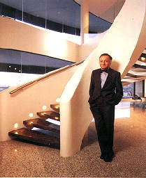 Seidler in the Milsons Point apartment, 1995