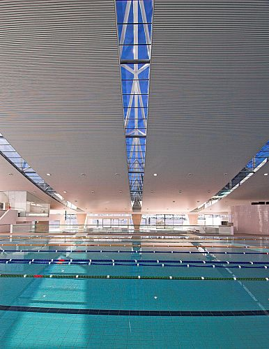 Clear Skylighting under Trusses provide ample Nautral Lighting to the Aquatic Centre